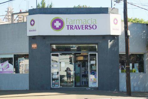 Frente de la Farmacia Traverso