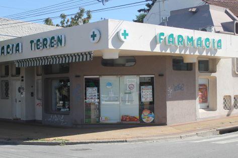 Frente de la Farmacia Teren