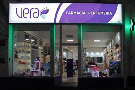 Frente de la Farmacia Vera