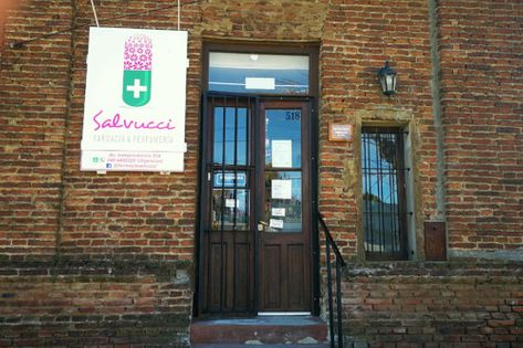 Frente de la Farmacia Salvucci