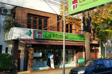 Frente de la Farmacia La Mutual