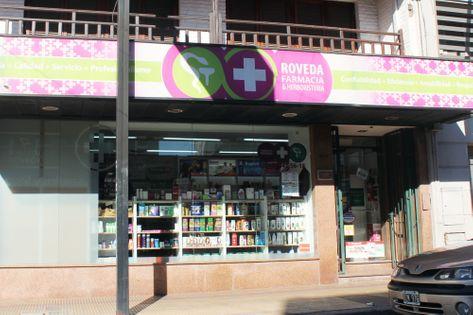 Frente de la Farmacia Roveda
