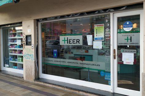 Frente de la Farmacia Heer
