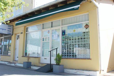 Frente de la Farmacia De la Sierra